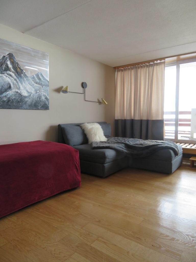 le canapé qui offre deux lits supplémentaires